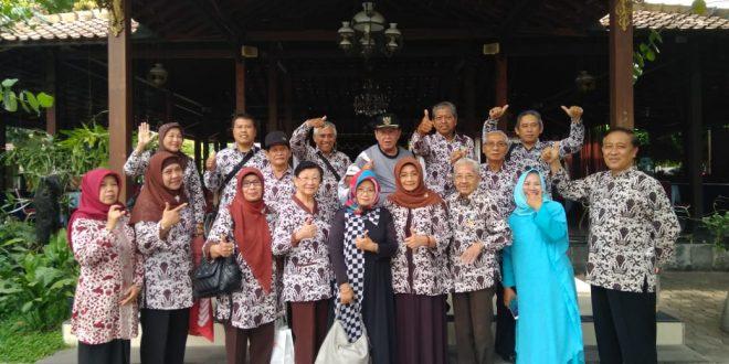 Komda Lansia DIY Salurkan Air Bersih untuk Desa Tileng